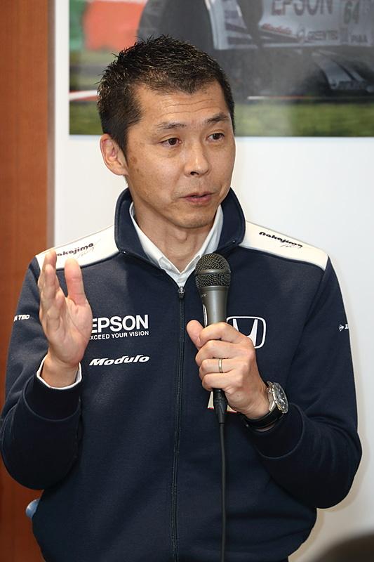 Epson Nakajima Racingのチーフエンジニアを務める杉崎公俊氏。以前はニスモに所属していて、ニスモ退社後はフリーのエンジニアとしてSUPER GT、フォーミュラ・ニッポンで活躍。2017年よりEpson Nakajima Racingへ加入した