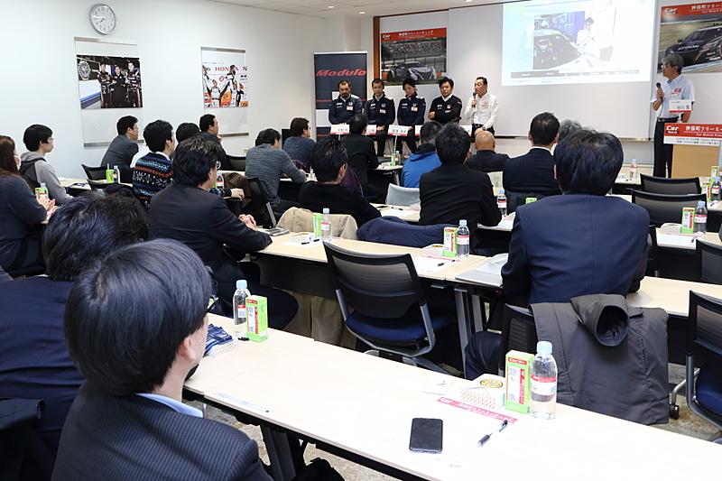 ホンダアクセスの石井氏の挨拶が終わると本編であるNAKAJIMA RACINGメンバーのトーク開始である