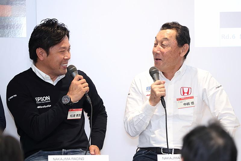 中嶋総監督から最終戦のカラーリングについて発言があったとき、松浦選手が「ボクもそう思っていたんですよ」と合いの手。すると「それなら最初のときに言えよ」と突っ込みが入っていた