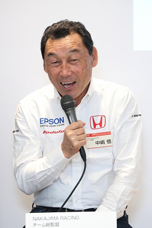 ニコニコ生放送を見ているユーザーから来年のランキング予想は? という質問が来た。それに対して中嶋総監督は「そこまで言わせるのかよ」と笑顔で「控えめに言って6位くらいかな、いや3位かな」と回答。松浦選手は「今年よりも多くポイントを取ることが目標です」と答えた