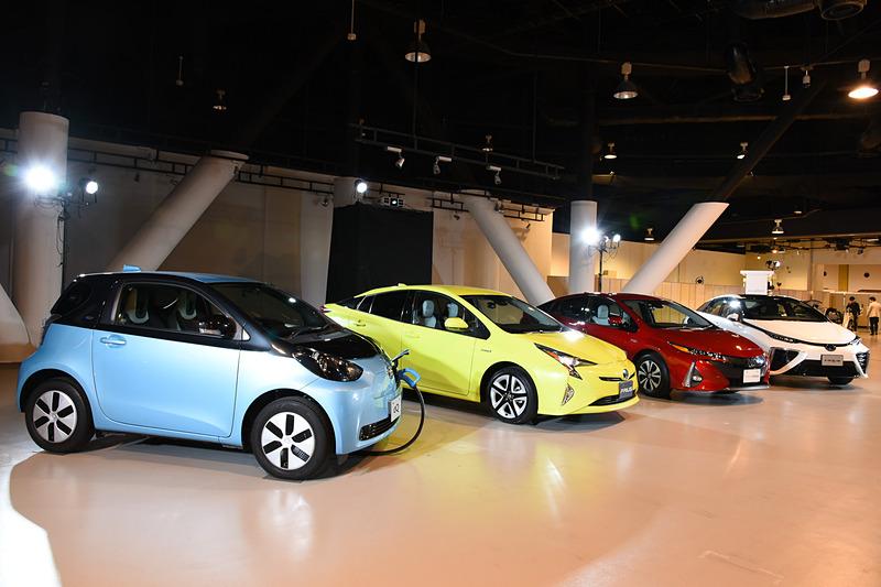 左からトヨタ自動車のEV(eQ)、HV(プリウス)、PHV(プリウス PHV)、FCV(ミライ)