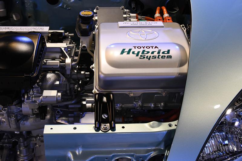「PCU(パワーコントロールユニット)」には発電機とモーターのインバーターが収められている