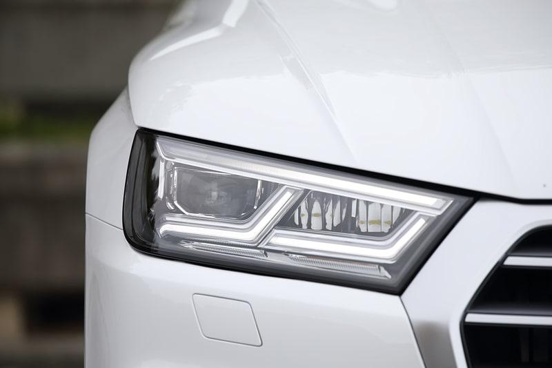 Q5 1st editionはLEDヘッドライトを標準装備