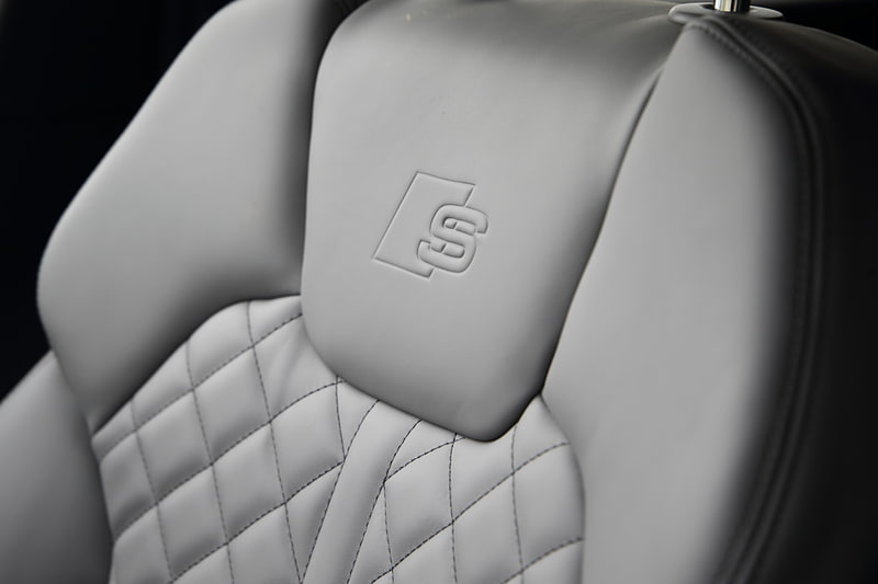 SQ5のインテリア。内装色はローターグレー/ブラックで、シートは14万円高のオプション装備となるファインナッパレザー(ダイヤモンドステッチ)