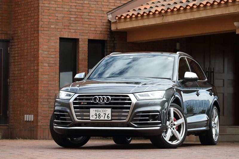 試乗車のSQ5はボディカラーに専用色の「デイトナグレー パールエフェクト」(9万円高)を使うなど、計105万円分のオプションを装着して価格は992万円