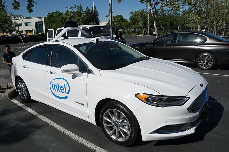 Intelが5月に行なったAutonomous Driving Labの設置に関する記者会見で公開した自動運転の開発車両