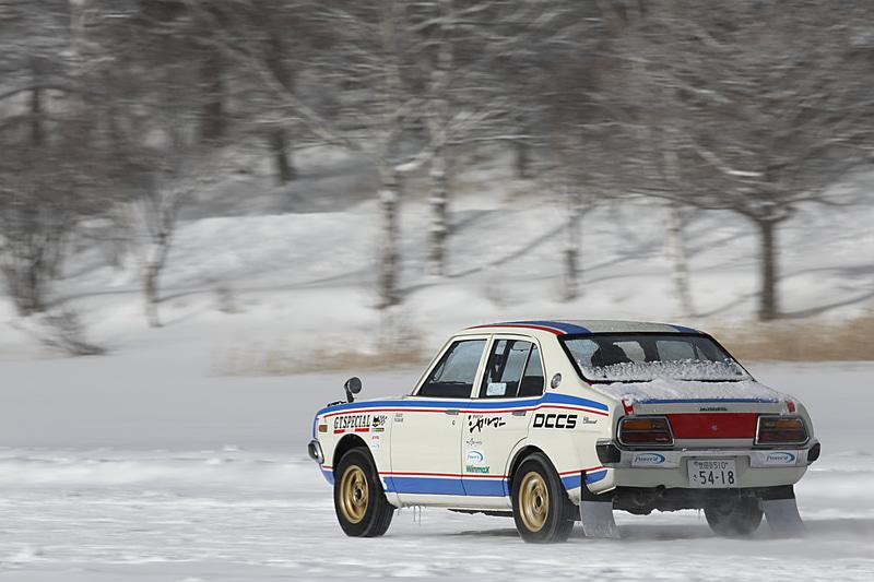 WRCラリー、全日本ラリー、ツーリングカー選手権グループAなど、名だたるレースで優勝を飾ってきた日下部先生のドライビングは、実にスムーズで美しかった