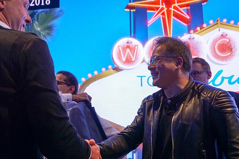 革ジャン姿のNVIDIA CEO ジェンスン・フアン氏がプレスカンファレンスに駆け付けた
