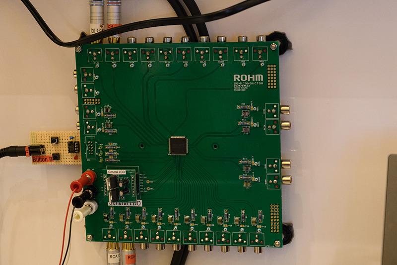 比較用の電源IC。ボード左下隅のドーターボード状にある