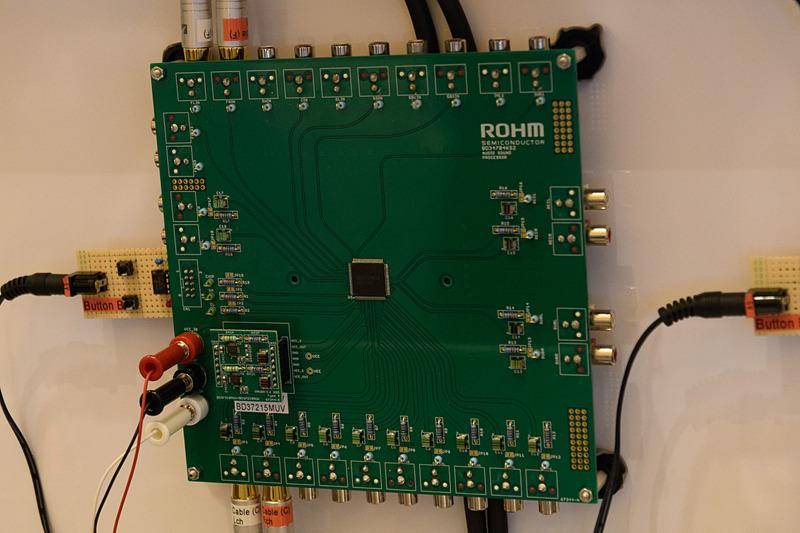 新型の電源IC。ボード左下隅のドーターボード状にある