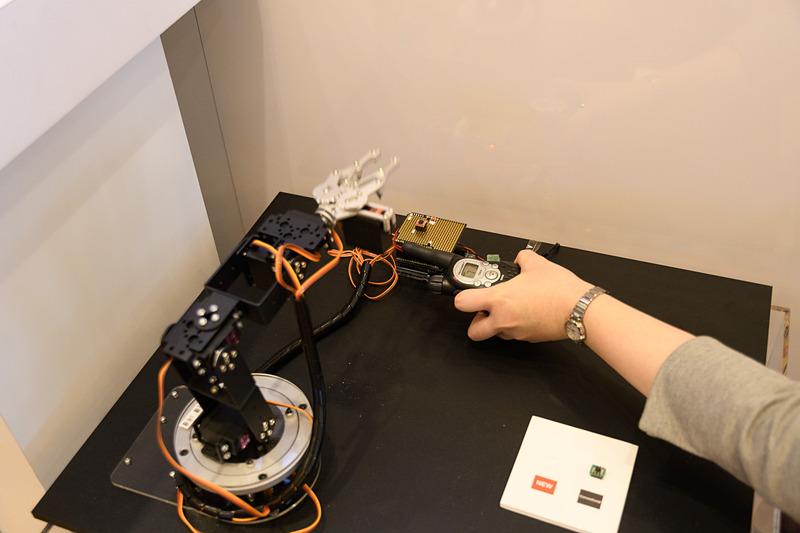 ノイズ設計フリーの車載オペアンプ「BA8290xYxx-C シリーズ」。無線機を近づけての動作デモ