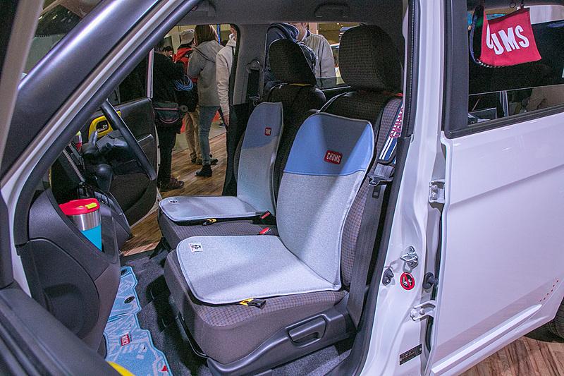 CHUMSコラボモデルのインテリア。シートカバー簡単に取り外しができて、アウトドアでは座椅子になる
