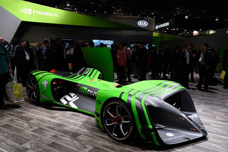 NVIDIAブースの中央には、ロボレース用車両を展示