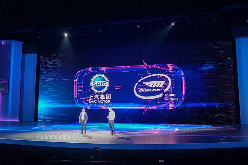1月8日(現地時間)に行なわれたIntel CEO ブライアン・クルザニッチ氏の基調講演では中国の自動車メーカーSAICとの提携が発表された