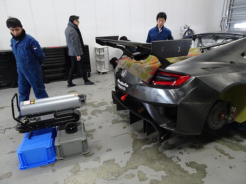 当日は気温が最高気温6℃とかなり低く、エンジンを始動するまでに暖める作業が行なわれた