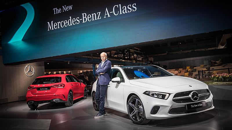 新型Aクラスを公開したダイムラーAG会長兼メルセデス・ベンツ・カーズ統括のディーター・ツェッチェ氏
