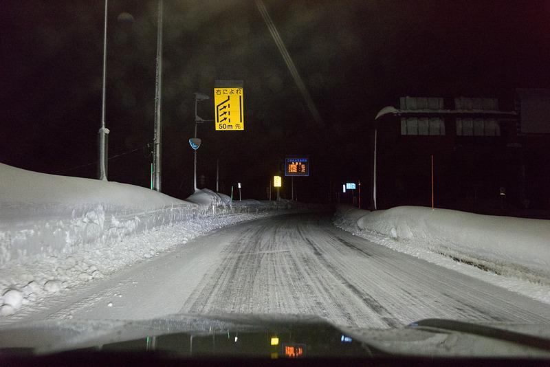 湯沢ICから国道へ向かう途中は積雪あり