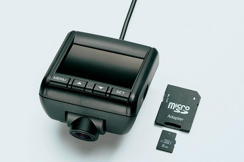 GPSや液晶モニター付きとなる「ドライブレコーダー」(2万7000円)