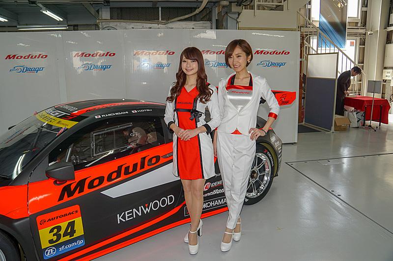 Moduloスマイルのお2人。左から安藤麻貴さん、水村リアさん