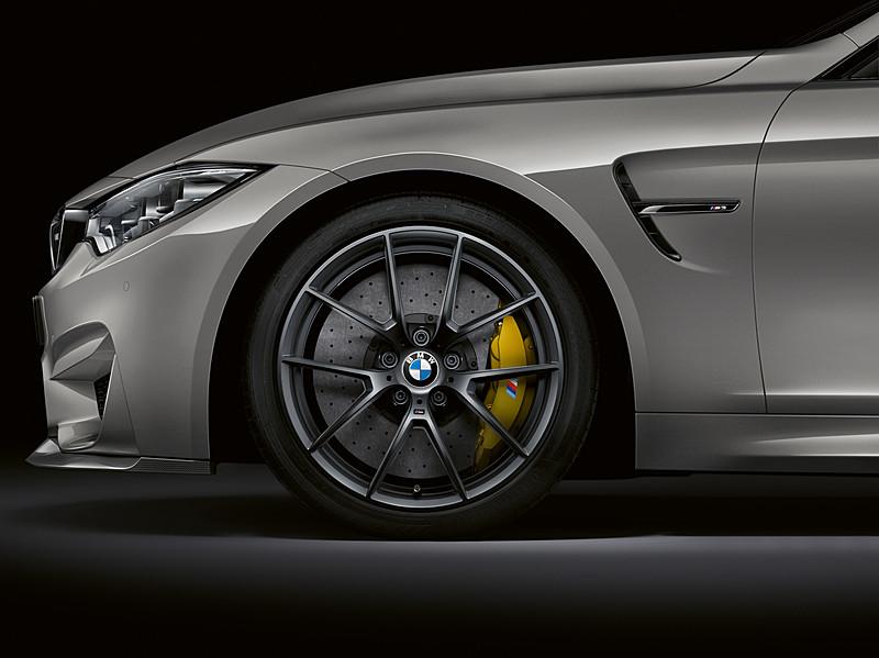 フロントは255/35 R19タイヤを、リアは285/30 R20タイヤをそれぞれ装備