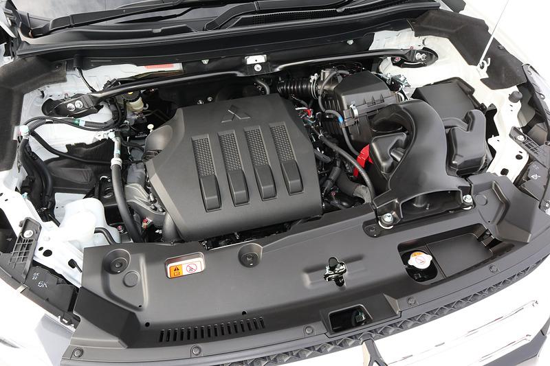 「4B40」型の1.5リッター直噴ターボエンジンは、最高出力110kW(150PS)/5500rpm、最大トルク240Nm(24.5kgm)/2000-3500rpmを発生(数値は型式指定前の暫定値)