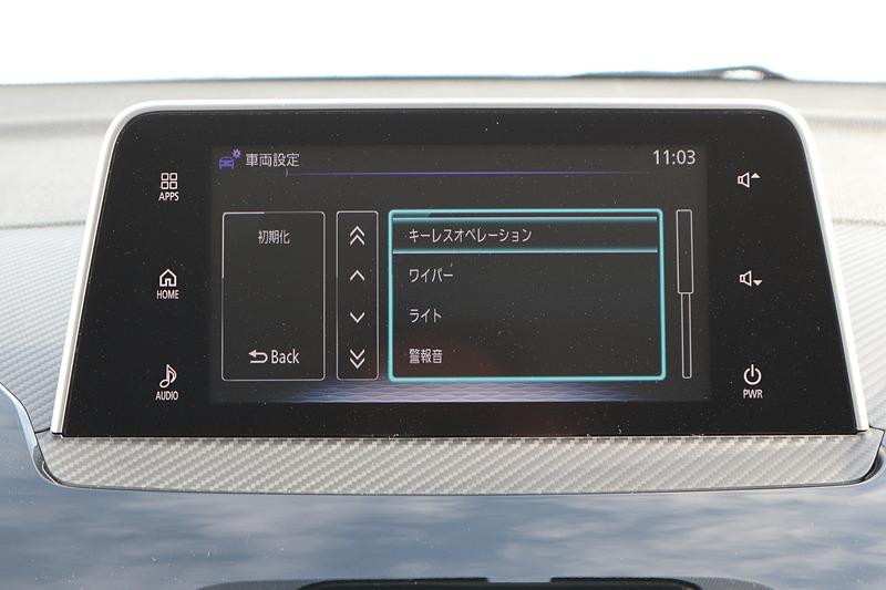 スマートフォン連携ディスプレイオーディオ(SDA)+タッチパッドコントローラーはG Plus Packageの専用装備。スマートフォンを意識した操作感覚が与えられ、2本の指で上下、左右に操作すると、音量やラジオのチューニング選択などが可能。そのほかのグレードはオーディオ非装着+6スピーカーとなる