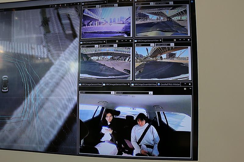 車両の四方の映像と車内の映像。走行不能になるといったトラブル発生時や、車内のリクエストボタンを乗員が押したときに運行管理センターのスタッフが対応するために利用されるという