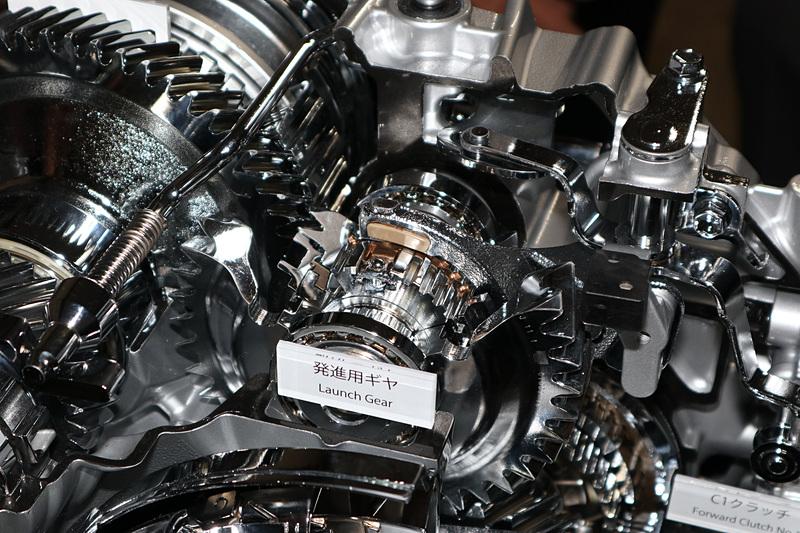 発進用ギヤはトランスミッション内の上段にレイアウト。駆動力の受け渡しにはATと同じ湿式多板クラッチを使う