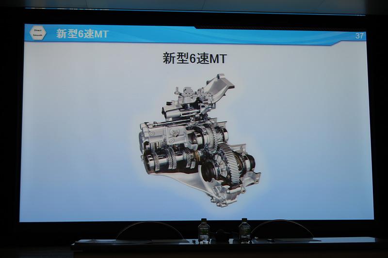 世界トップクラスの伝達効率を実現した新型6速MT。7kgの軽量化と24mmの全長短縮に加え、変速時のショックを低減する「iMT(intelligent Manual Transmission)制御」を採用した