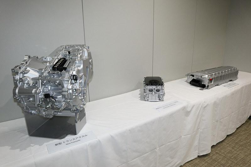 会場で展示された新しいTHS IIのコンポーネント