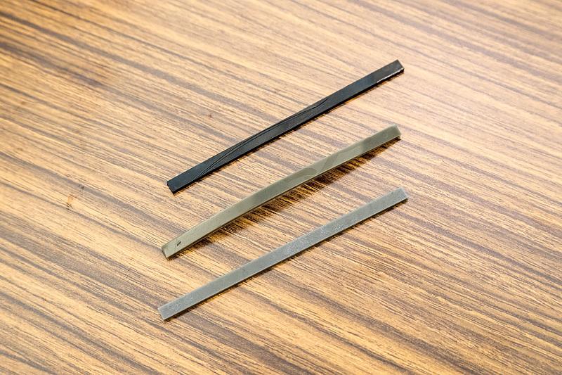 シリカやカーボンブラックの配合を変えたゴムのサンプルを使い、実際にゴムのしなやかさや変形しやすさなどを体感