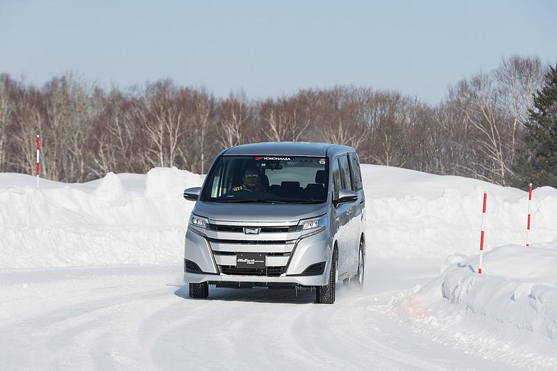 BluEarth Winter(V905)を装着したノアのスノー路面走行