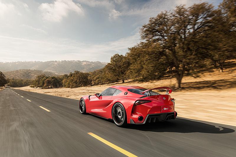 将来のスポーツカーデザインに向けたスタディコンセプト「FT-1」