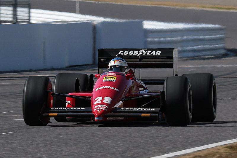 フェラーリF187をジュリアーノ選手がドライブ