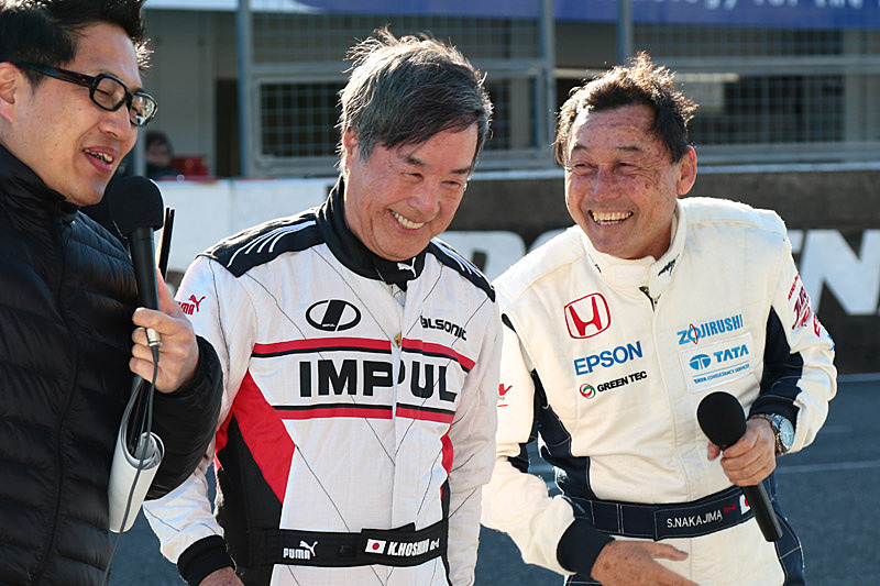 土曜日の対戦を終えた星野氏と中嶋氏(右)