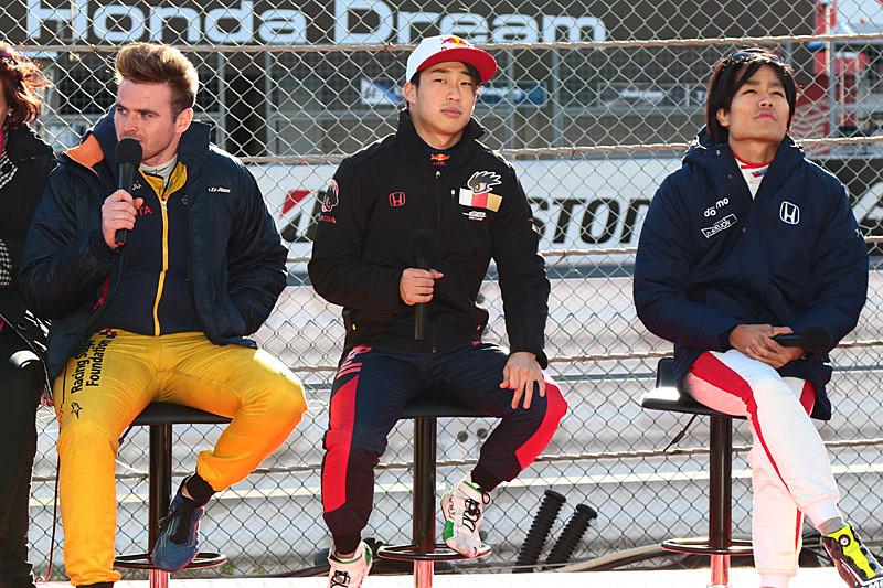 左からオリバー・ローランド選手、福住仁嶺選手、松下信治選手