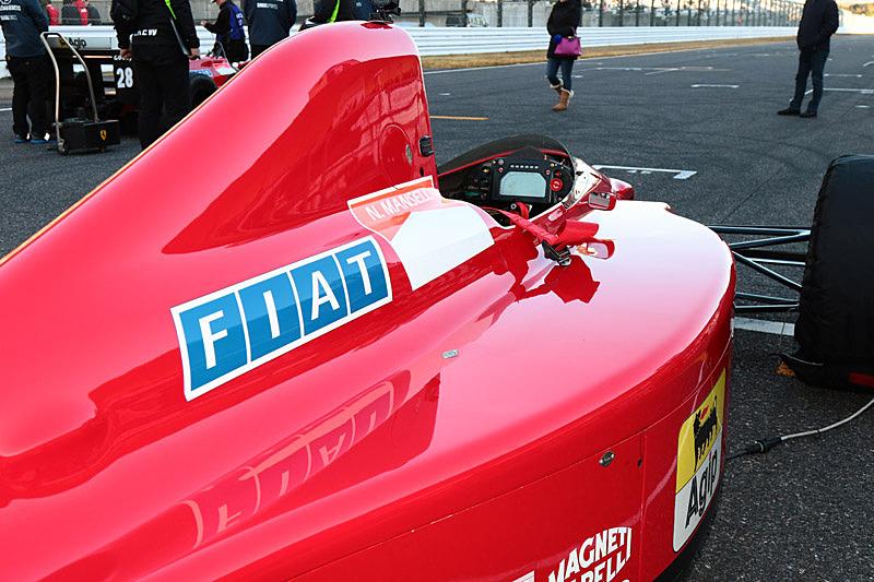 注目のマシンはフェラーリ 640。V12気筒エンジン搭載。1989年に黒旗のマンセルがセナにぶつけたマシン