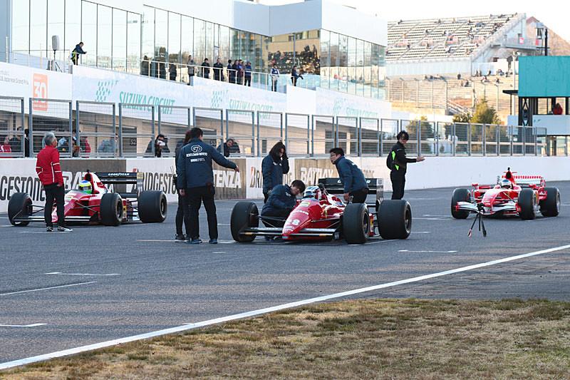 3台のフェラーリF1がグリッドに並んだが、F187の様子がおかしい