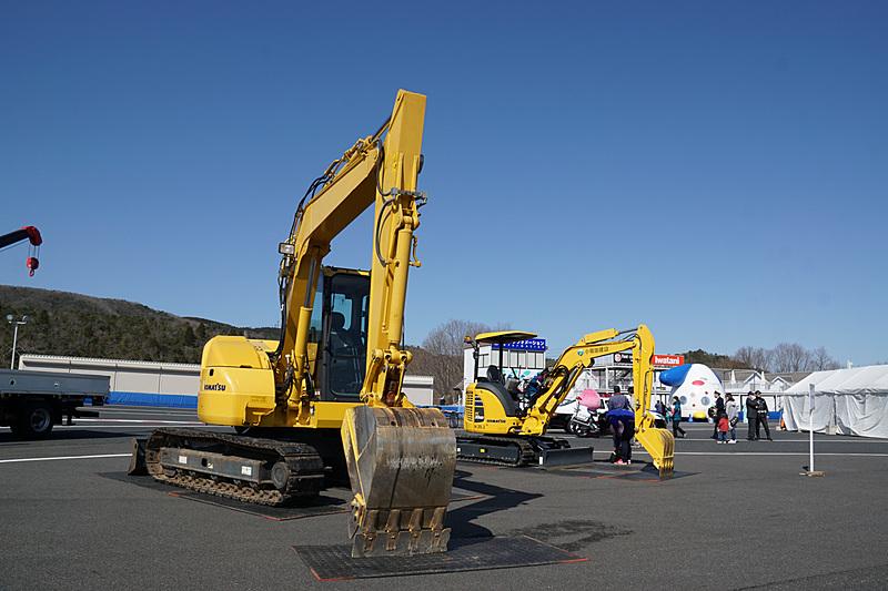 建設車両の展示