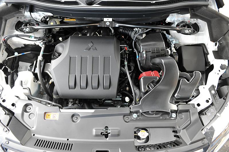パワートレーンは新開発の直列4気筒DOHC 1.5リッター直噴ターボ「4B40」エンジンと8速スポーツモード付CVTの組み合わせ。最高出力は110kW(150PS)/5500rpm、最大トルク240Nm(24.5kgm)/2000-3500rpmを発生し、JC08モード燃費は2WD車が15.0km/L、4WD車が14.0km/Lとなっている