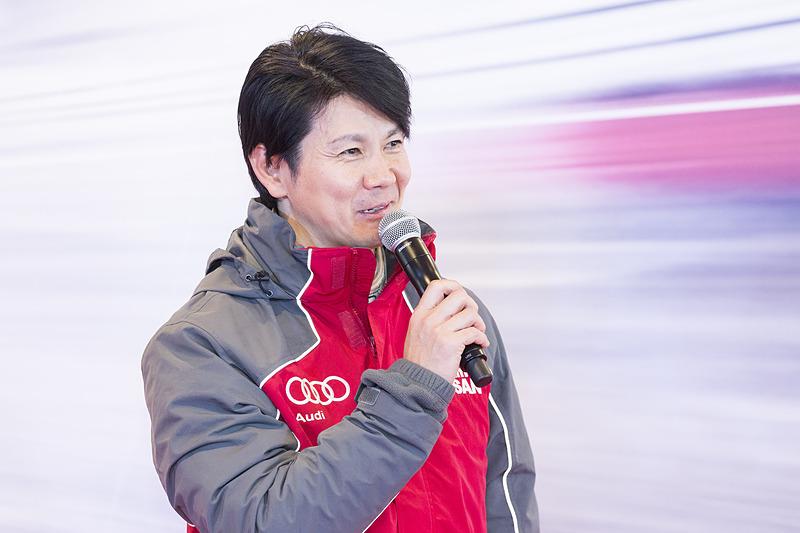 26号車には、元F1ドライバーの中野信治氏がスーパーバイザーとして加入