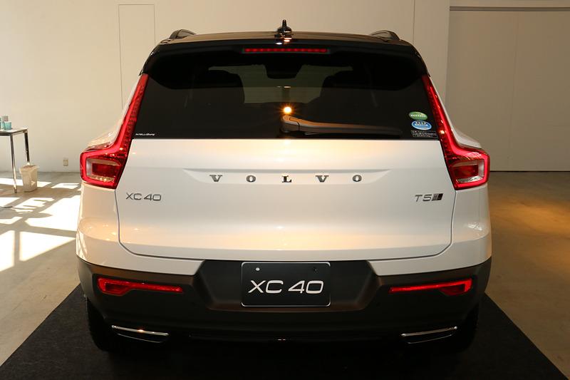 1月に300台限定で先行受注が開始され、すでに完売となっている新型XC40の「T5 AWD R-Design 1st Edition」。ボディサイズは全車共通で、4425×1875×1660mm(全長×全幅×全高)、ホイールベースは2700mm