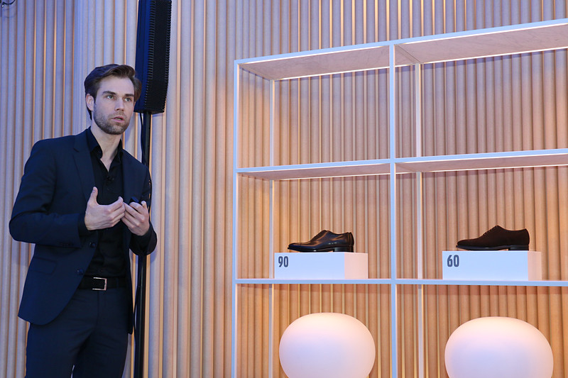 XCシリーズの3モデルを靴に例え、価格やボディサイズではなく、用途やユーザーの好みで守備範囲を変えていることを表現