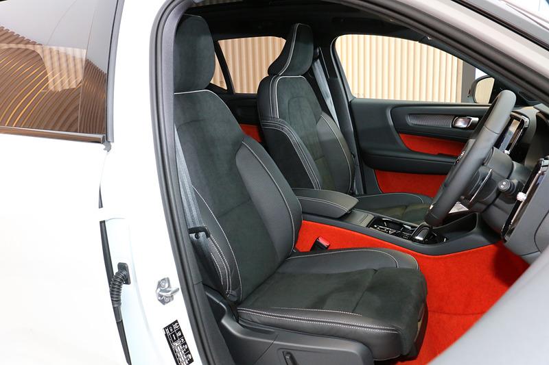 R-Designモデルのシート表皮は専用ヌバック/ファインナッパレザーを採用