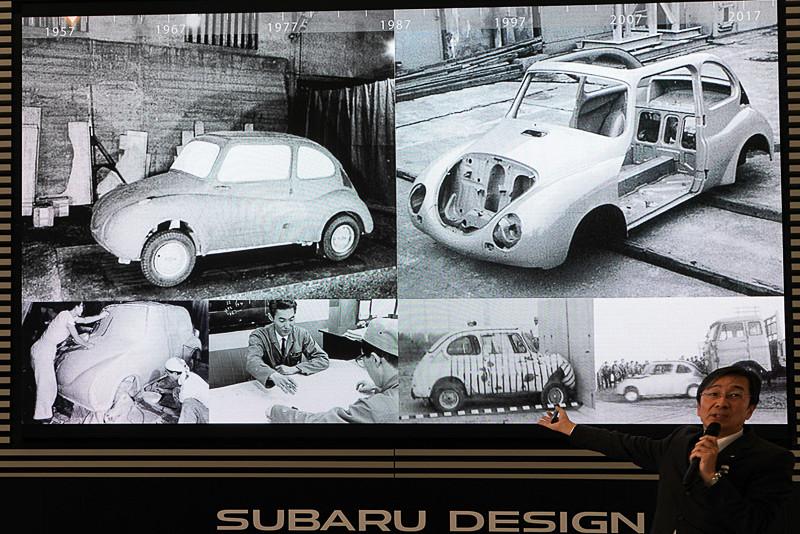 初代「スバル360」(1958年)をフルサイズのクレイモデルでデザインしている様子