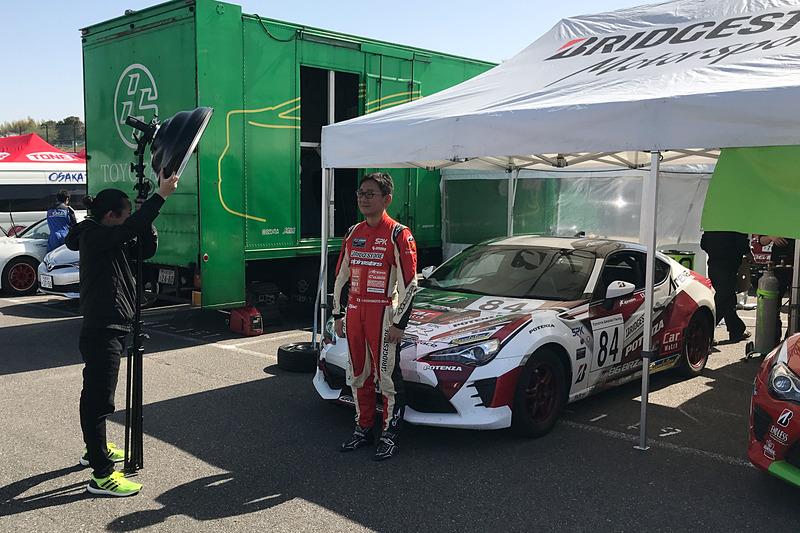 シーズン初戦ということで、予選前にピットの参戦車両前でレース公式サイト用の記念撮影も行なわれた