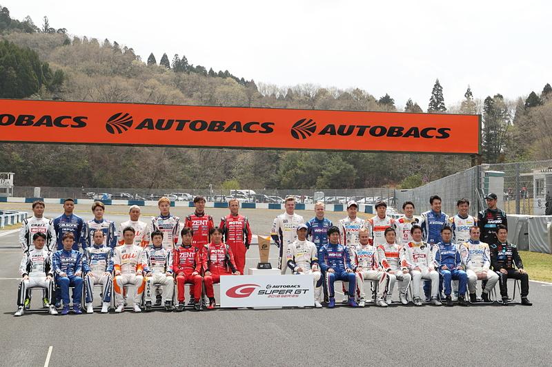 SUPER GT開幕戦の記念写真。GT500クラス