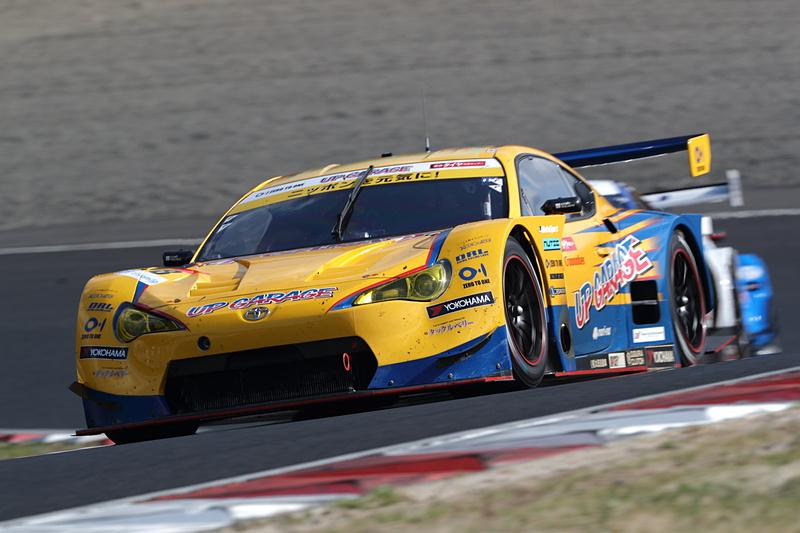 GT300クラスを優勝した18号車 UPGARAGE 86 MC(中山友貴/小林崇志組、YH)