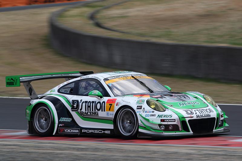 2位に入った7号車 D'station Porsche(藤井誠暢/スヴェン・ミューラー組)