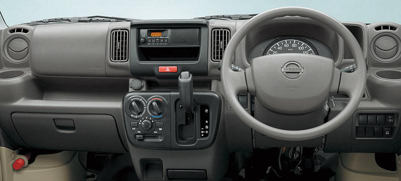 DX(ハイルーフ、2WD、5速AGS仕様)のインテリア